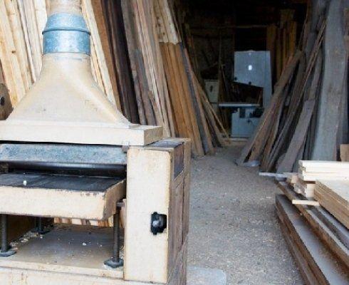 assortimento legno in magazzino