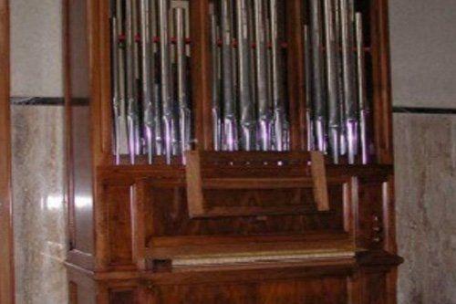 organo con canne in metallo