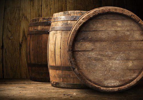 Botti di vino in legno antico