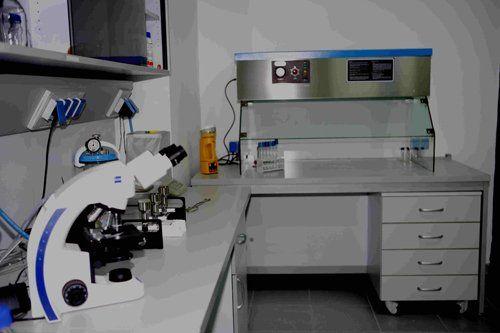 interno di un laboratorio chimico