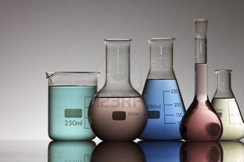 provette varie dimensioni per laboratorio