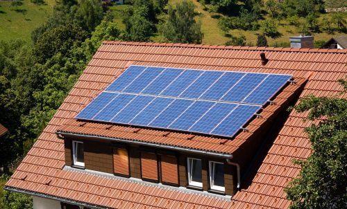 Sole e aria, collettori solari e i mulini di energie , due energie pulite