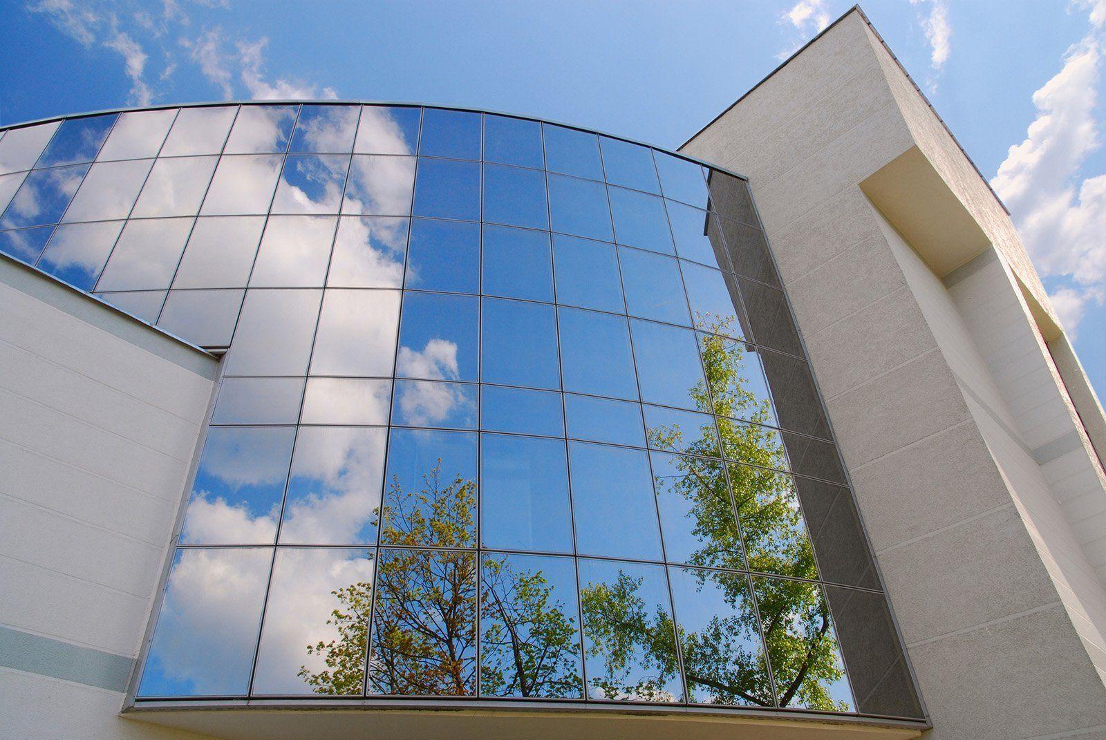 狗万体育app手机版下载弯曲的玻璃创作 - 定制工程弯曲玻璃设计中的全球领导者。