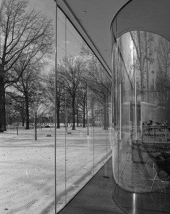 弯曲的玻璃