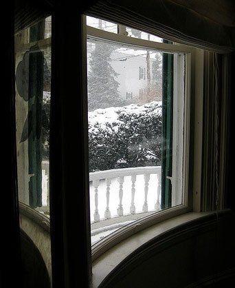 弯曲的玻璃窗