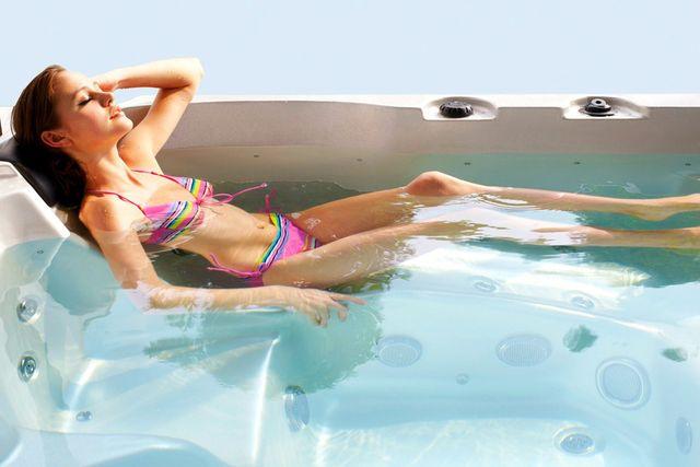 อ่างน้ำจากุซซี่ พร้อมระบบทำน้ำร้อนในตัว ปรับอุณหภูมิได้ตามต้องการสูงสุดที่ 40 องศา เพื่อการแช่น้ำร้อนผ่อนคลาย เพื่อการแช่น้ำร้อนจากุซซี่ด้านสุขภาพ การบำบัดบรรเทาอาการนอนไม่หลับด้วยการแช่น้ำจากุซซี่ อ่างน้ำสปาจากุซซี่สำหรับวิลล่า อ่างจากุซซี่สำหรับรีสอร์ท อ่างจากุซซี่สำหรับโรงแรม อ่างน้ำจากุซซี่สำหรับใช้ภายนอก อ่างจากุซซี่ Outdoor อ่างจากุซซี่ใช้แล้วไม่ต้องเปลี่ยนน้ำ อ่างน้ำจากุซซีใช้วิธีการบำบัดน้ำด้วยคลอรีน อ่างจากุซซี่อุปกรณ์คุณภาพสูงจากสหรัฐอเมริกา อ่างจากุซซี่ระบบจากสหรัฐอเมริกา อ่างสปา อ่างน้ำวนนวดตัว