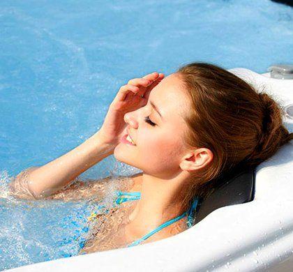 อ่างน้ำจากุซซี่ พร้อมระบบทำน้ำร้อนในตัว ปรับอุณหภูมิได้ตามต้องการสูงสุดที่ 40 องศา เพื่อการแช่น้ำร้อนผ่อนคลาย เพื่อการแช่น้ำร้อนจากุซซี่ด้านสุขภาพ การบำบัดบรรเทาอาการนอนไม่หลับด้วยการแช่น้ำจากุซซี่ อ่างน้ำสปาจากุซซี่สำหรับวิลล่า อ่างจากุซซี่สำหรับรีสอร์ท อ่างจากุซซี่สำหรับโรงแรม อ่างน้ำจากุซซี่สำหรับใช้ภายนอก อ่างจากุซซี่ Outdoor อ่างจากุซซี่ใช้แล้วไม่ต้องเปลี่ยนน้ำ อ่างน้ำจากุซซีใช้วิธีการบำบัดน้ำด้วยคลอรีน อ่างจากุซซี่อุปกรณ์คุณภาพสูงจากสหรัฐอเมริกา อ่างจากุซซี่ระบบจากสหรัฐอเมริกา อ่างสปา อ่างน้ำวนนวดตัว ระบบโอโซน ระบบทำน้ำร้อนอ่างจากุซซี่