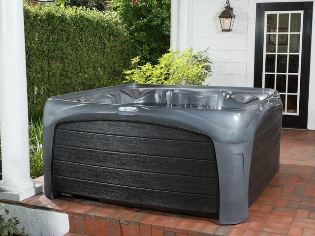 อ่างน้ำร้อนจากุซซี่สำหรับภายนอก ผู้สูงอายุ สีดำ อ่างน้ำวน อ่างน้ำสปา สำหรับภายนอกบ้าน อ่างน้ำร้อนจากุซซี่สามารถติดตั้งภายนอกบ้านได้ มีฝาปิดอ่างน้ำ พร้อมระบบนวด สีเทาอิฐ ระบบทำน้ำร้อนในตัว ระบบกรองน้ำ ระบบบำบัดน้ำ อ่างน้ำจากุซซี่สำหรับภายนอกเพื่อธุรกิจสปา โรงแรม รีสอร์ท อ่างน้ำร้อนจากุซซี่สำหรับวิลล่า รีสอร์ท อ่างน้ำวนลายอิฐ อ่างน้ำร้อนจากุซซี่เพื่อสุขภาพสำหรับภายนอก เพื่อความสุขของพ่อแม่