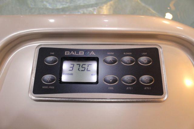 อ่างน้ำจากุซซี่ พร้อมระบบทำน้ำร้อนในตัว ปรับอุณหภูมิได้ตามต้องการสูงสุดที่ 40 องศา เพื่อการแช่น้ำร้อนผ่อนคลาย เพื่อการแช่น้ำร้อนจากุซซี่ด้านสุขภาพ การบำบัดบรรเทาอาการนอนไม่หลับด้วยการแช่น้ำจากุซซี่ อ่างน้ำสปาจากุซซี่สำหรับวิลล่า อ่างจากุซซี่สำหรับรีสอร์ท อ่างจากุซซี่สำหรับโรงแรม อ่างน้ำจากุซซี่สำหรับใช้ภายนอก อ่างจากุซซี่ Outdoor อ่างจากุซซี่ใช้แล้วไม่ต้องเปลี่ยนน้ำ อ่างน้ำจากุซซีใช้วิธีการบำบัดน้ำด้วยคลอรีน อ่างจากุซซี่อุปกรณ์คุณภาพสูงจากสหรัฐอเมริกา อ่างจากุซซี่ระบบจากสหรัฐอเมริกา อ่างสปา อ่างน้ำวนนวดตัว ระบบควบคุมมาตรฐานโลก