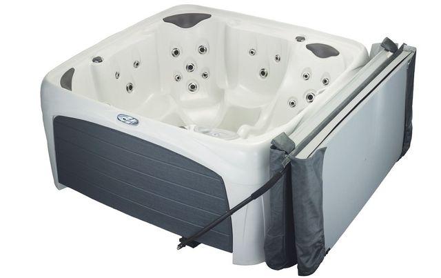 อ่างน้ำร้อนจากุซซี่สำหรับภายนอก ฟรี ด้ามจับฝาปิดยกง่ายมาก อ่างน้ำวน อ่างน้ำสปา สำหรับภายนอกบ้าน อ่างน้ำร้อนจากุซซี่สามารถติดตั้งภายนอกบ้านได้ มีฝาปิดอ่างน้ำ พร้อมระบบนวด ระบบทำน้ำร้อนในตัว ระบบกรองน้ำ ระบบบำบัดน้ำ อ่างน้ำจากุซซี่สำหรับภายนอกเพื่อธุรกิจสปา โรงแรม รีสอร์ท อ่างน้ำร้อนจากุซซี่สำหรับวิลล่า รีสอร์ท อ่างน้ำวนลายอิฐ อ่างน้ำร้อนจากุซซี่เพื่อสุขภาพสำหรับภายนอก ด้ามจับฝาปิด