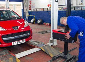 car being MOT tested