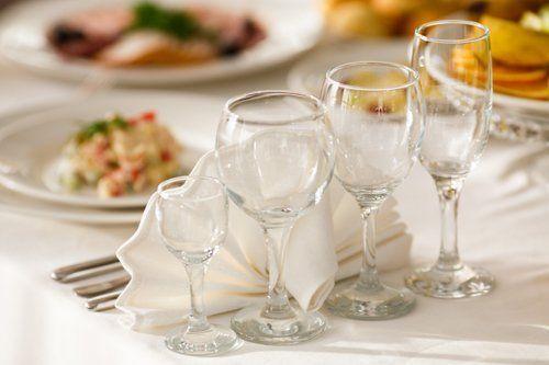 bicchieri sulla tavola a Roma
