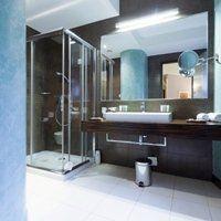 bagno con accessori