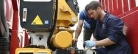 riparazione su veicolo industriale