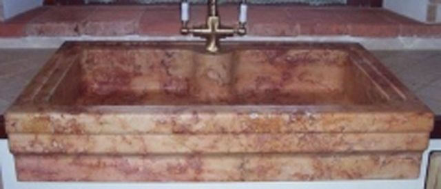 Dettaglio lavandino di marmo
