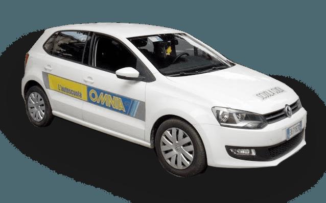 macchina bianca dell'autoscuola