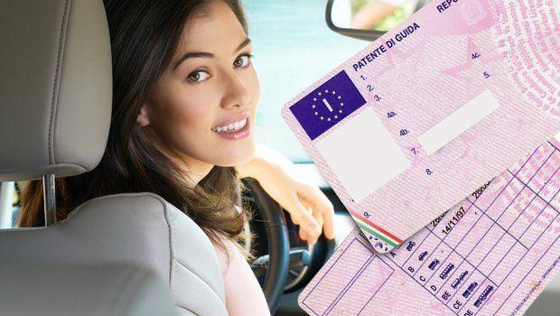 pubblicità patente con ragazza sorridente in auto