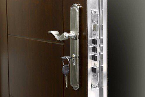 Maniglia e serratura porta