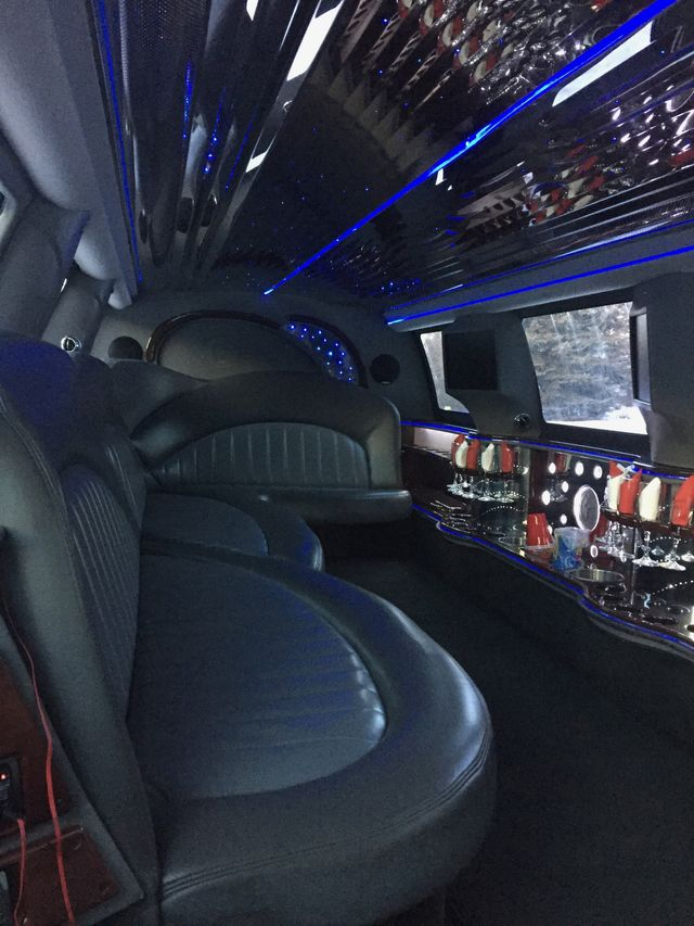 14-passenger-excursion-interior-front-facing
