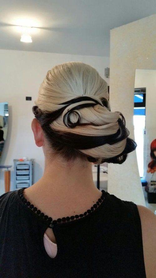 acconciatura sposa con capelli raccolti
