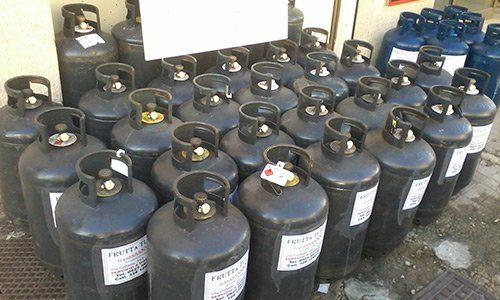 File di bombole del gas - Bombole a tutto gas - Trapani