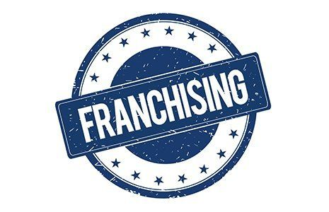logo Franchising con scritta e stelle blu su sfondo bianco