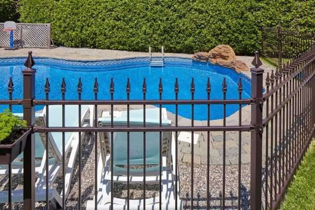 Swimming Pool Fences | GATES AND FENCING TOOWOOMBA