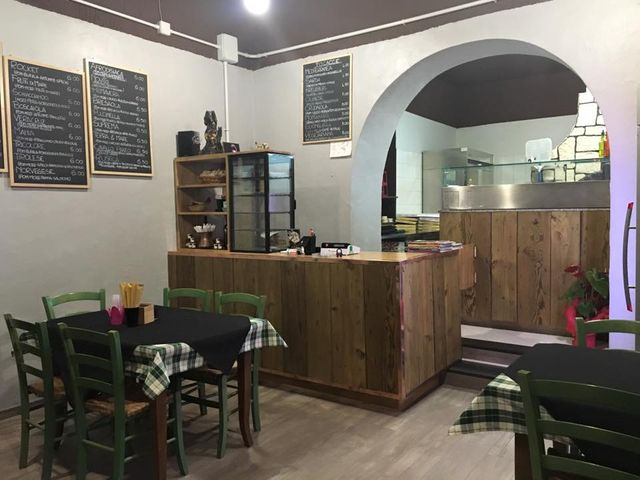 Interno della pizzeria Rocket to Pizza ad Olbia