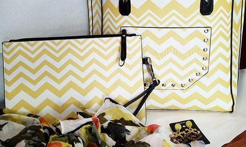 due borse di pelle color bianco e giallo
