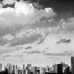 vista di grattacieli e nuvole