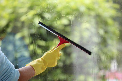 pulizia finestre e vetrate