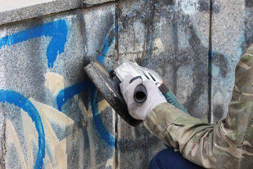 rimozione graffiti