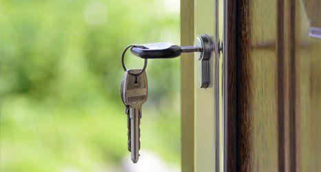 door and keys
