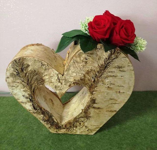Rose rosse stabilizzate in un vaso a forma di cuore