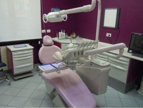 poltrona rosa dal dentista