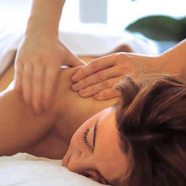 Massaggio per il rilassamento delle spalle