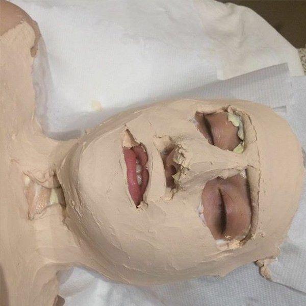 Trattamenti estetic con fanghi sul viso