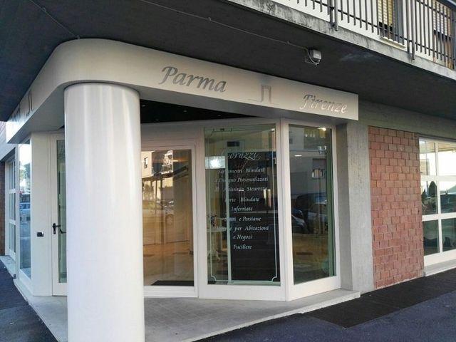 la vetrina e insegna del negozio Coruzzi