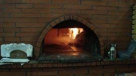 pane e pizza in forno a legna
