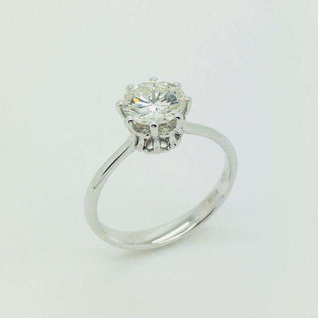 Solitario in oro bianco 18 kt con diamante
