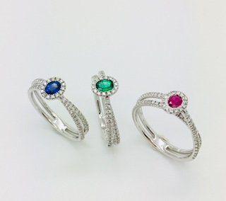 Anelli in oro 18 kt con zaffiri rubini smeraldi e diamanti