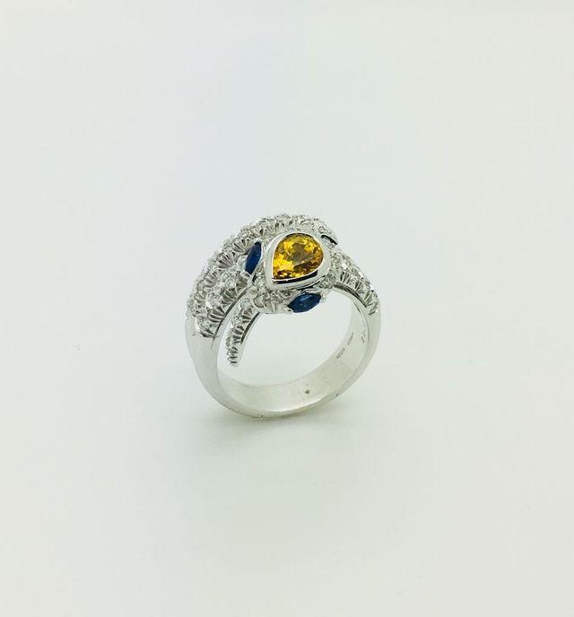 Anello serpente in oro bianco 18 kt con diamanti e zaffiri