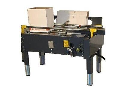 un formatore semi-automatico con spintore scatola