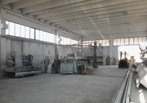 magazzino allestito per lavorazione marmi