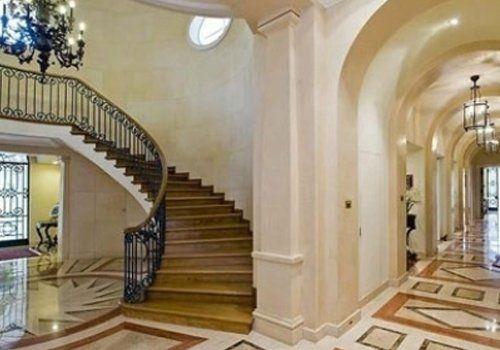 Rivestimenti in marmo su scale e pavimentazioni