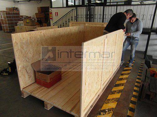 cassa in legno per spedizione merci