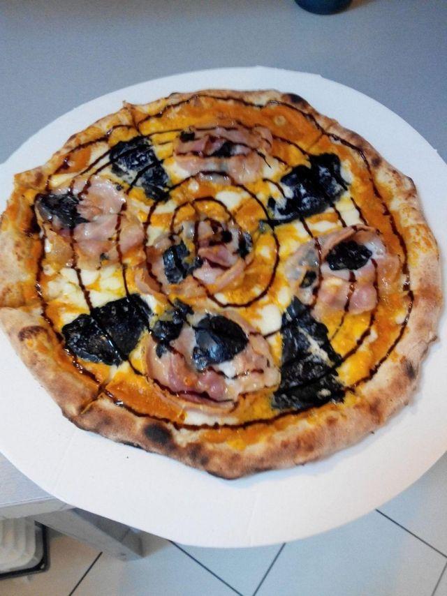 pizza con bufala nera
