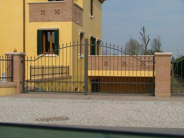 Cancello motorizzato in ferro battuto a Codigo