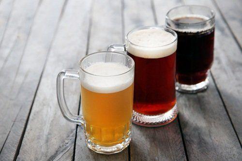 tre boccali di birra