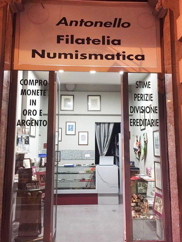 Entrata del negozio ANTONELLO FILATELIA NUMISMATICA